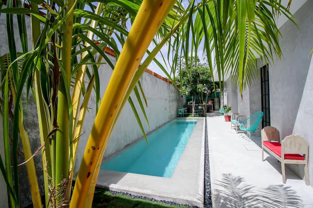 Phòng Suite Premium, 1 giường cỡ queen, Quang cảnh hồ bơi, Cạnh hồ bơi - Hồ bơi ngoài trời