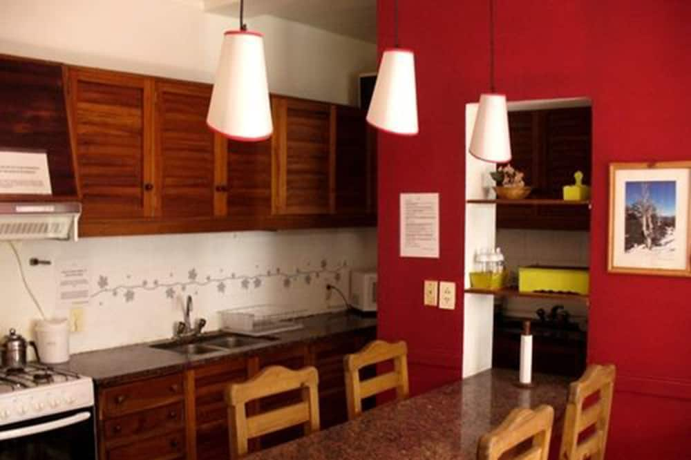 Dormitorio compartido, dormitorio mixto, baño compartido (6 People) - Cocina compartida