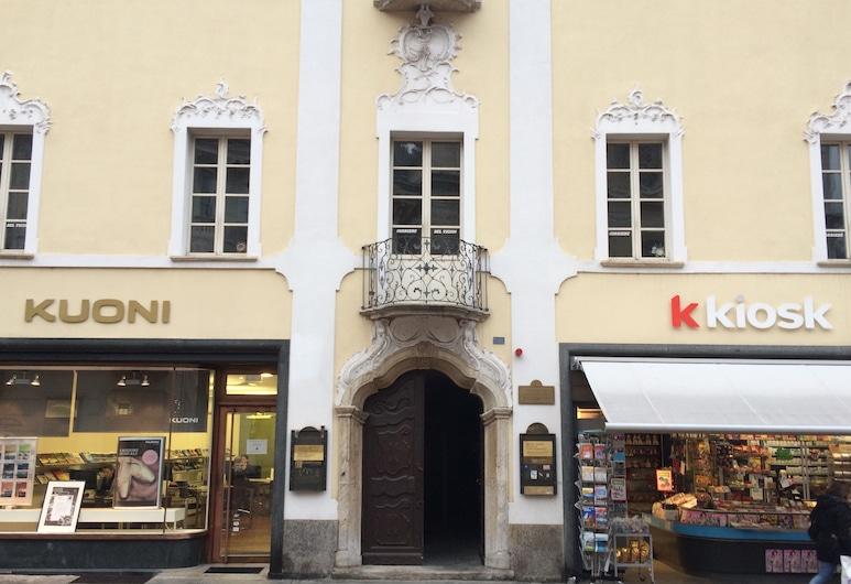 Piazza Collegiata Bellinzona, Bellinzona, Inngangen til overnattingsstedet