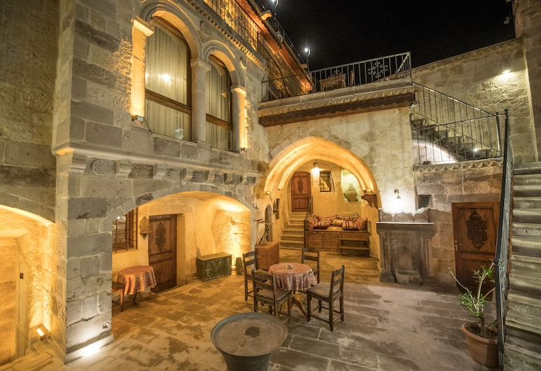 Charming Cave Hotel, Nevsehir, Hotel Front – Evening/Night