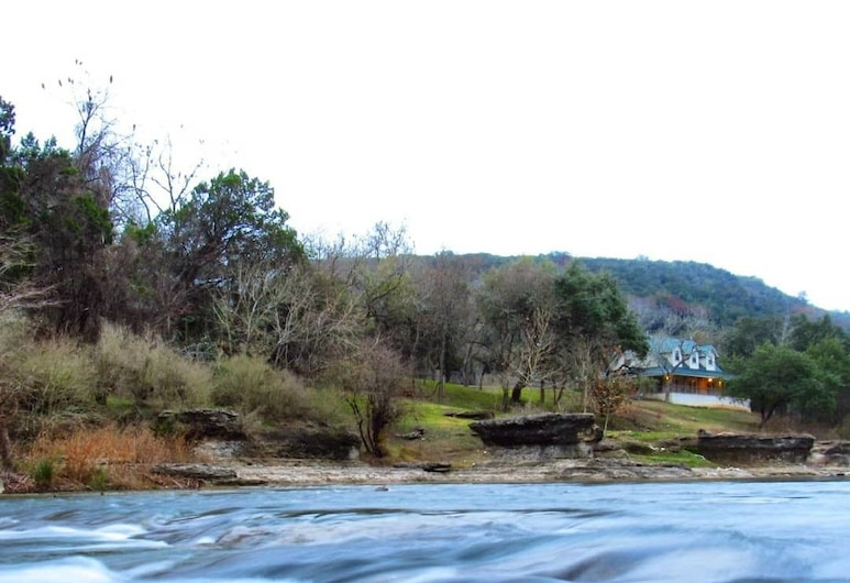 Guadalupe River Rock Retreat 9740 by RedAwning, New Braunfels, Lago