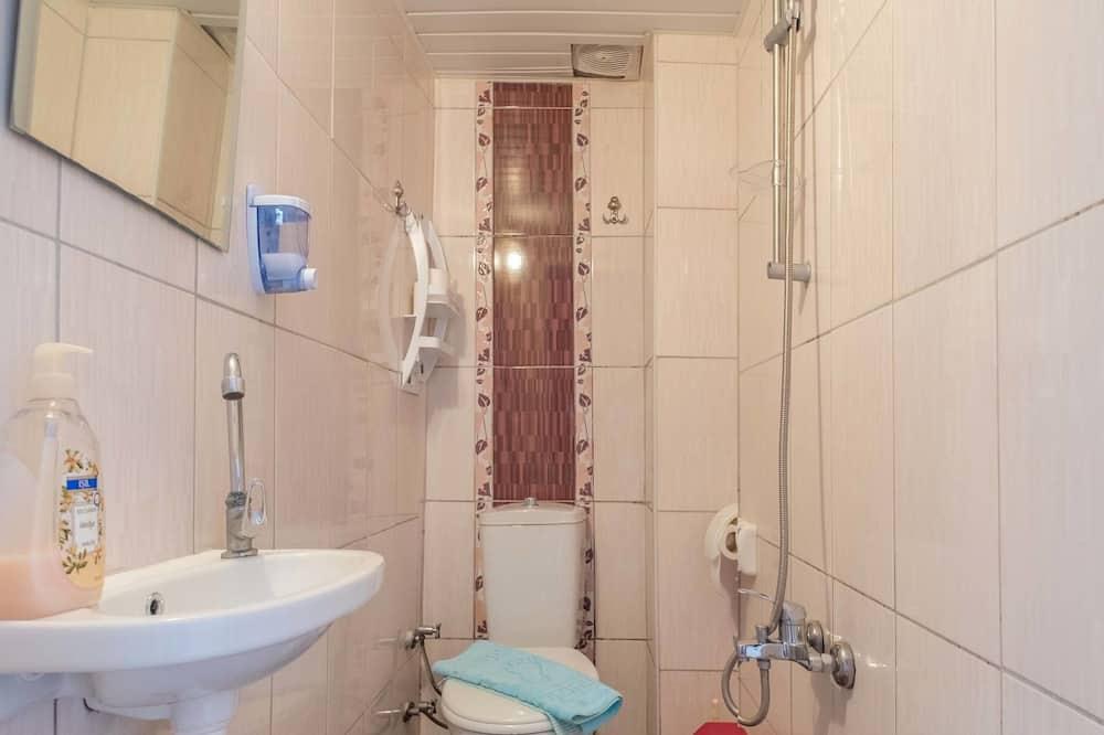 Standard-Doppelzimmer, Balkon - Badezimmer