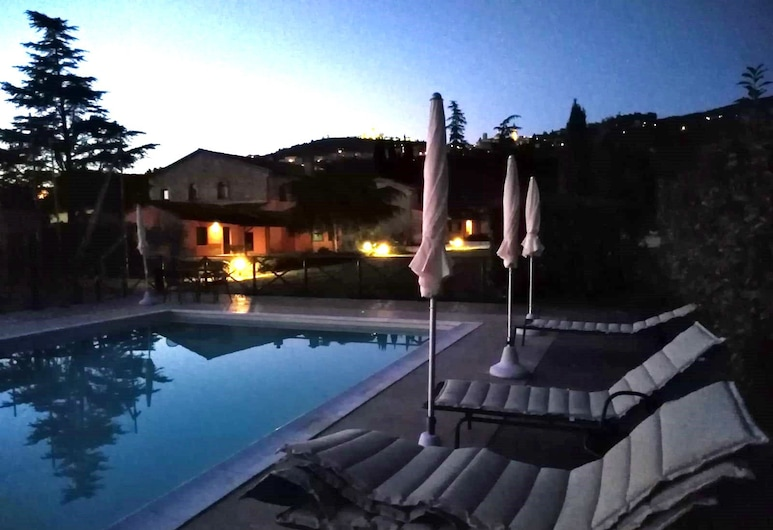 Giotto Luxury Country House, Assisi, Cour