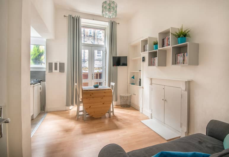 Central and Modern with a Garden, Edinburgh, Living Room