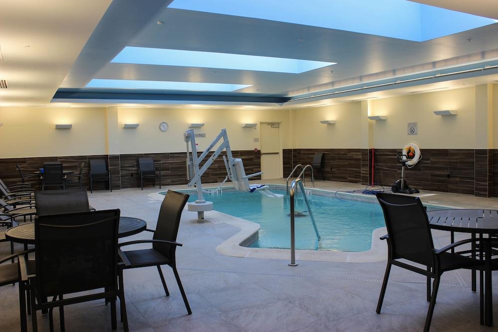 Fairfield Inn Suites Boston Marlborough Apex Center