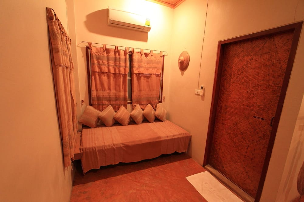 Deluxe Double Room with Garden view - Living Area