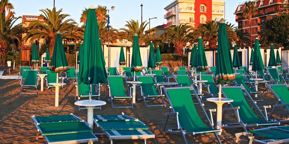 Prenota Hotel Ambassador a Grottammare - Hotels.com