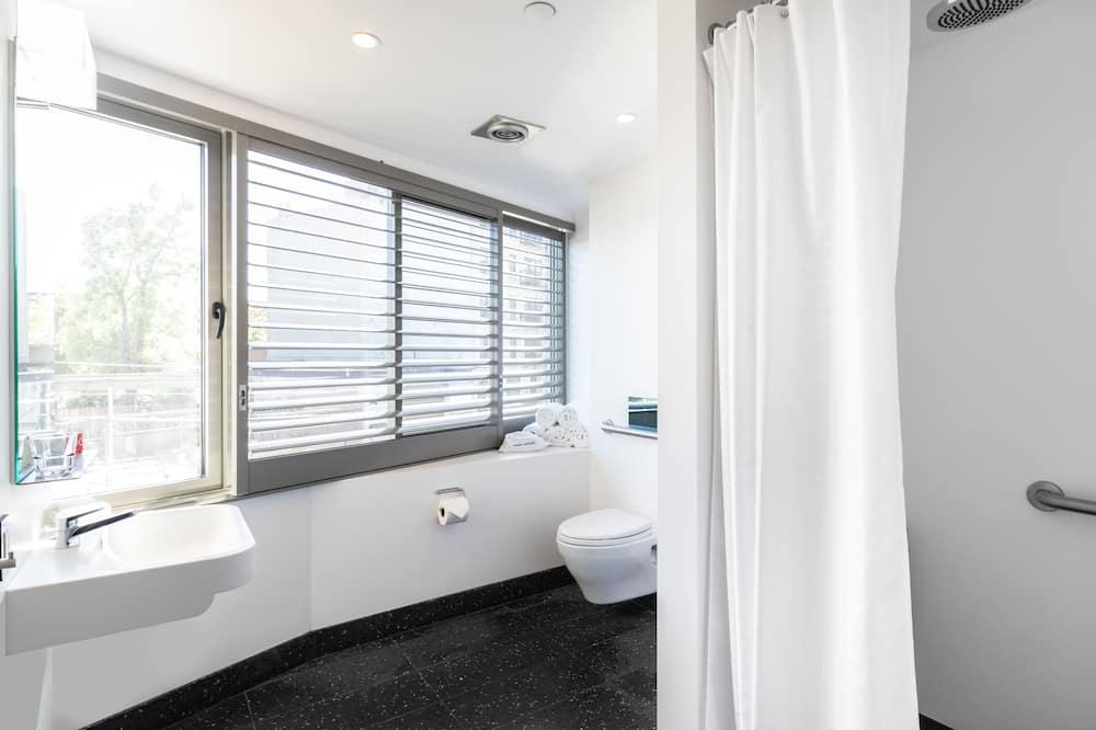 ADA Queen - Bathroom