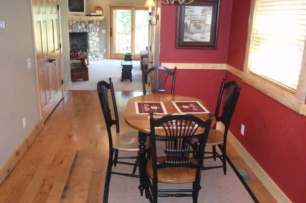 Duplex, 2 Bedrooms, Fireplace, River View - In-Room Dining