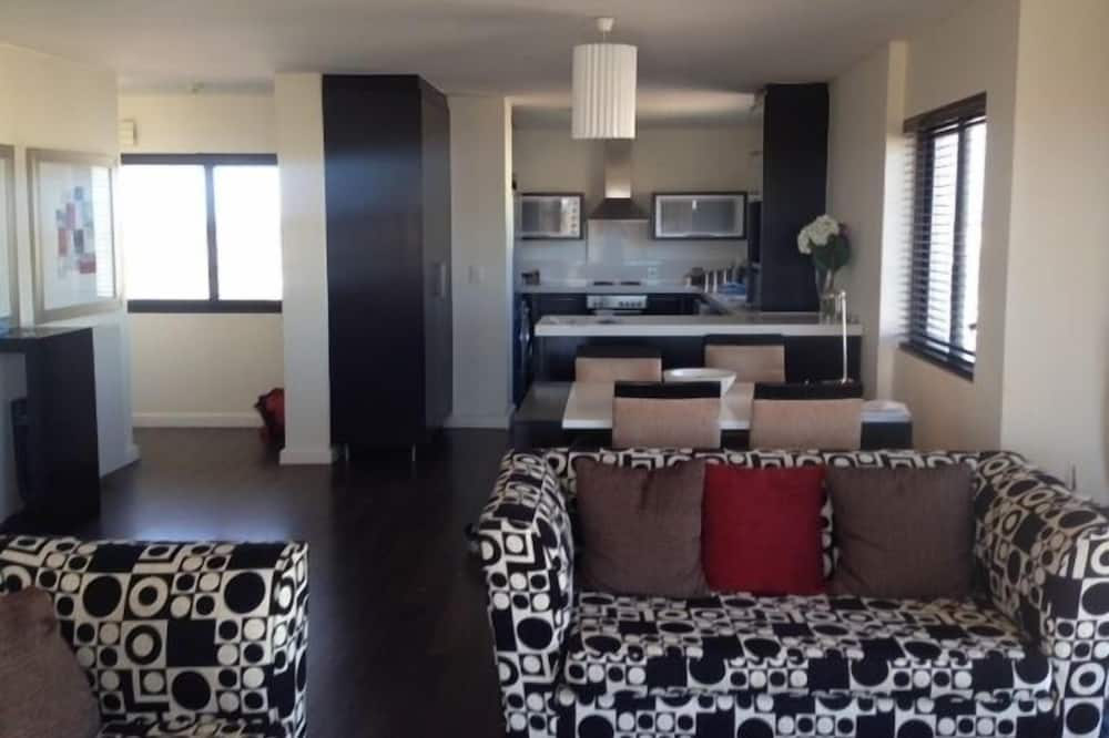Apartment, 2 Bedrooms (KB709W) - Living Area