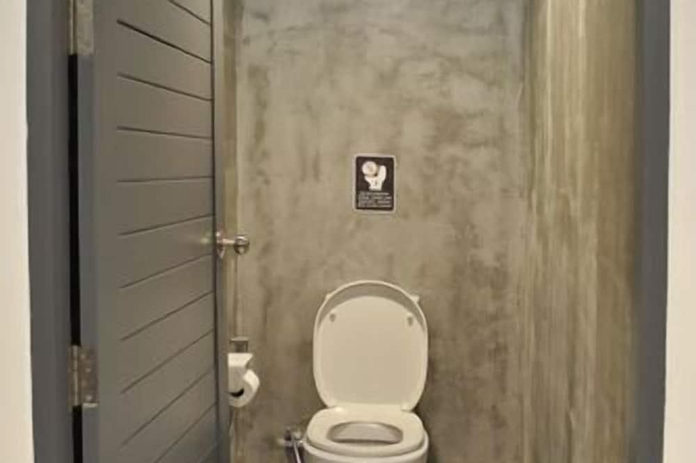 Private Capsule Female Dormitory - Bathroom