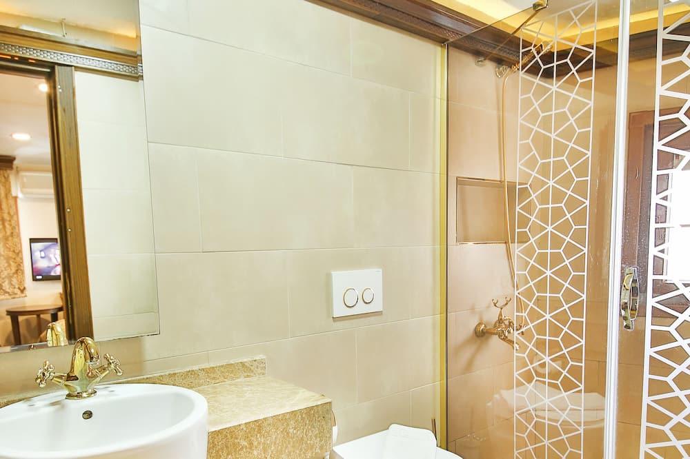 Economy Room, 1 King Bed - Bathroom