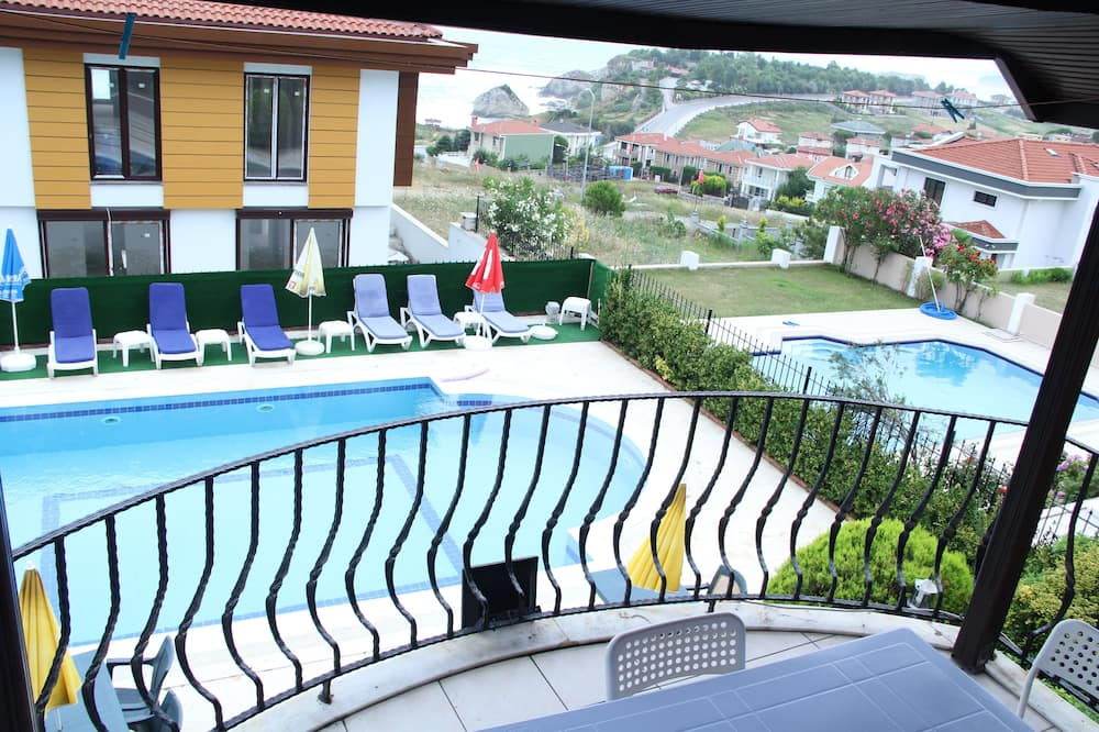 Rodinná izba, výhľad na bazén - Výhľad z balkóna