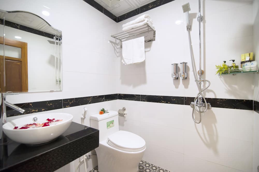 Doppia Standard, 1 letto queen, non fumatori - Dotazioni del bagno