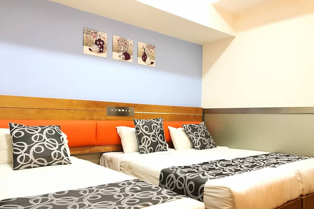 Superior Triple Room, 3 Single Beds - Living Room