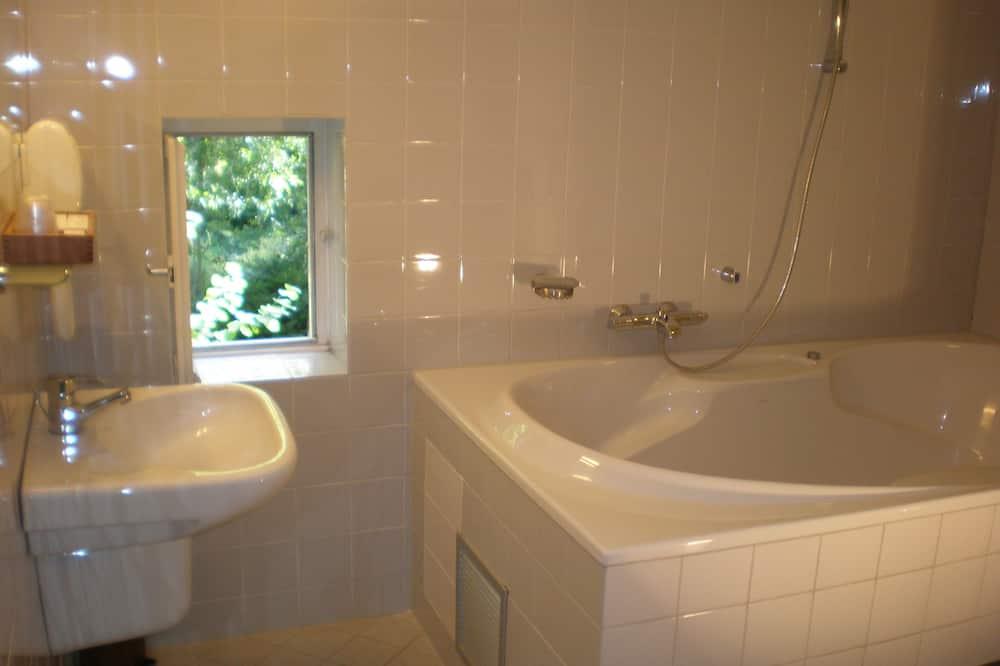 Номер-люкс, вежа - Ванна кімната