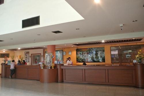 荷家大酒店/