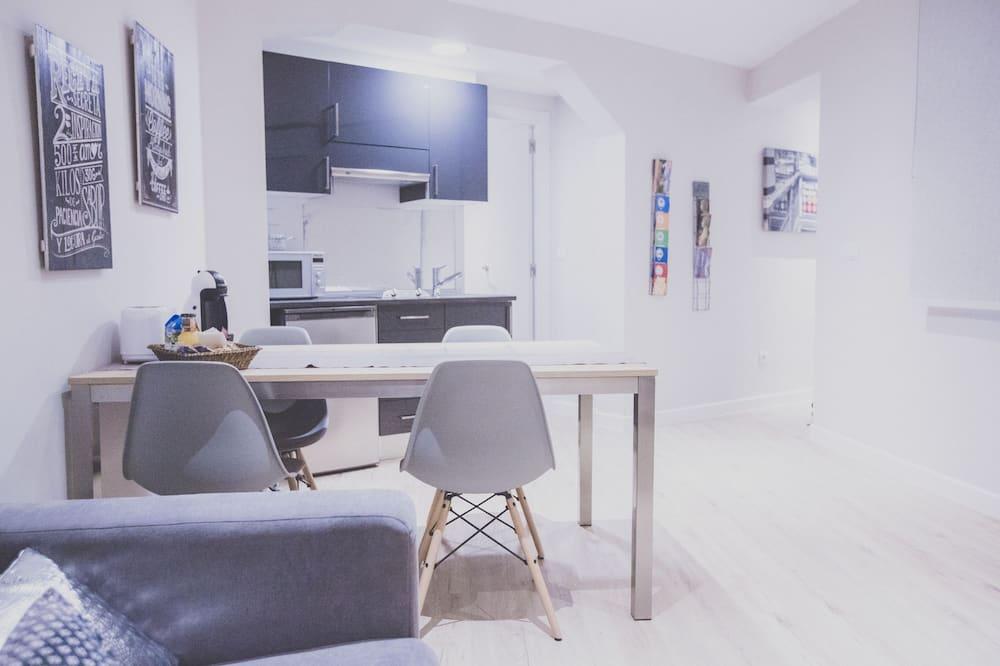 דירת סיטי, 2 חדרי שינה - אזור אוכל בחדר
