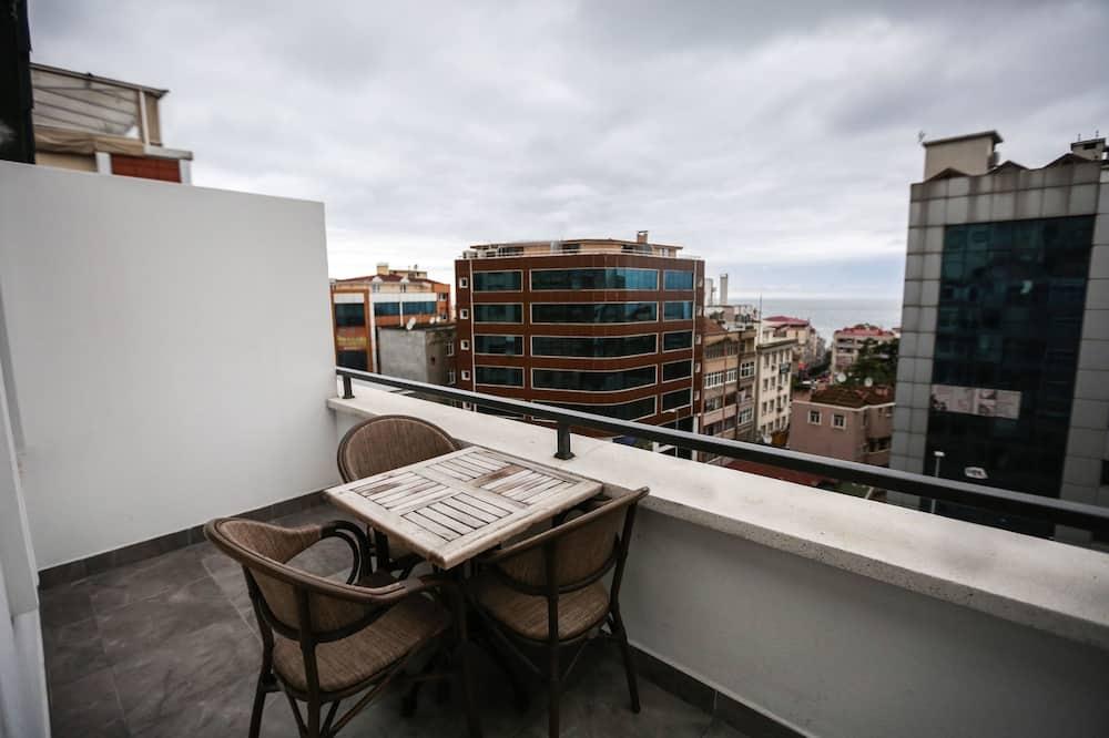 Tek Büyük Yataklı Oda, Deniz Manzaralı - Balkon