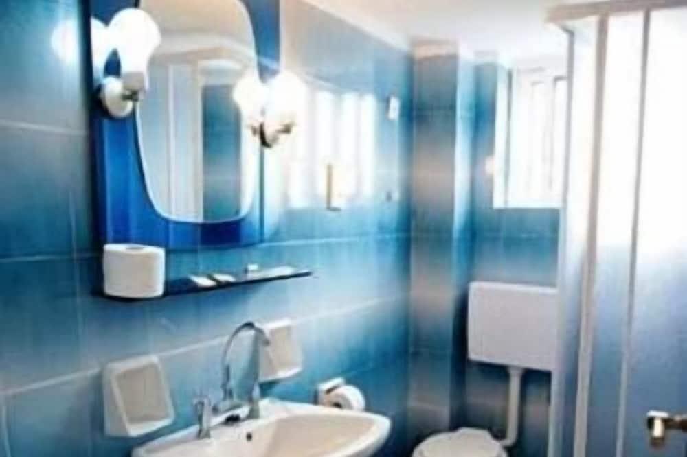 Standard Room, 2 Bedrooms - Bathroom