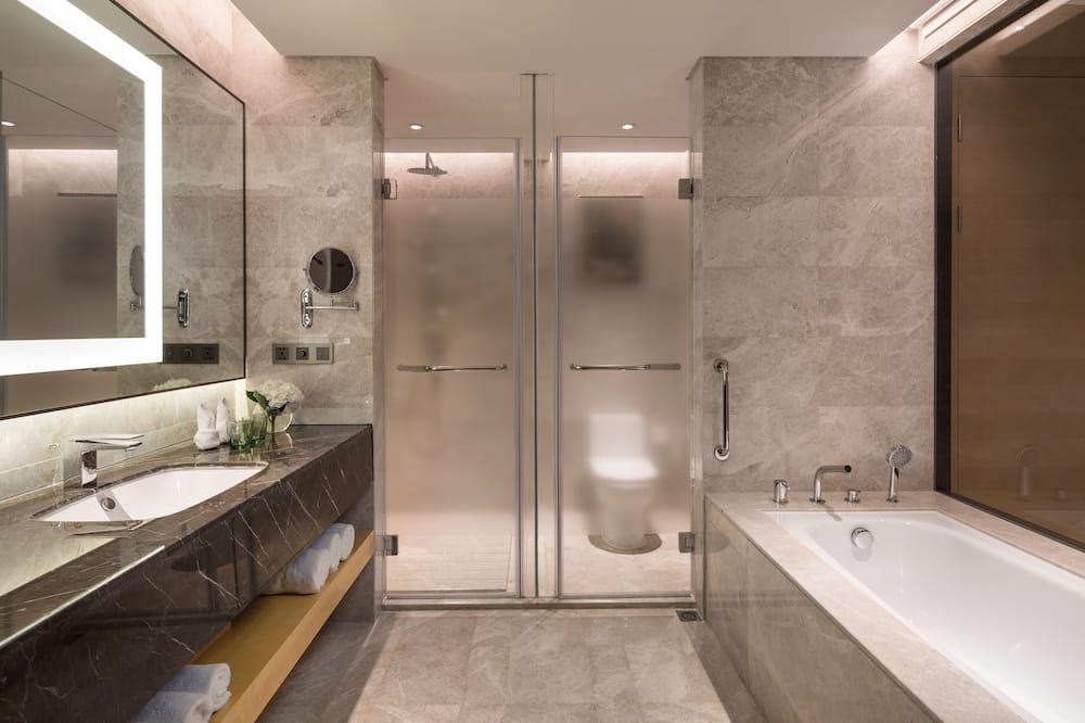 ห้องสวีท, 1 ห้องนอน, วิวทะเลสาบ (Living Area) - ห้องน้ำ