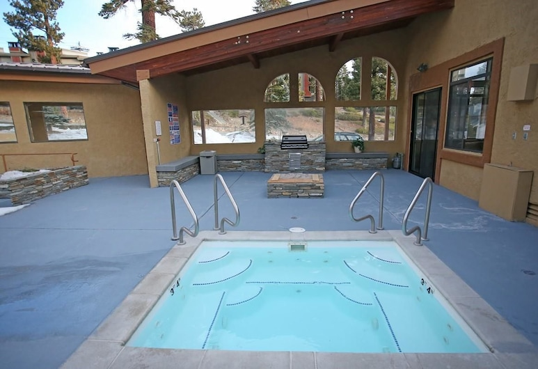 Silver Bear 20, Mammoth Lakes, Condo, Multiple Beds (Silver Bear #20), Outdoor Spa Tub