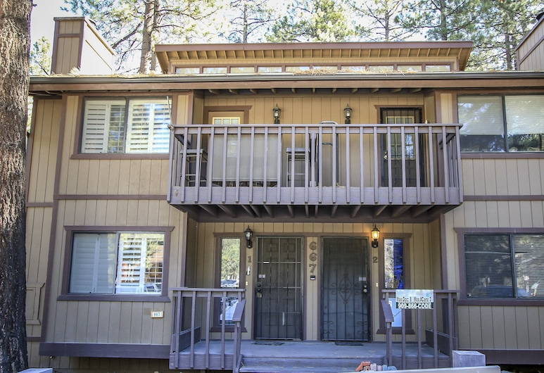 Snow Summit Getaway 3 Bedroom Apts, Big Bear Lake, Property entrance