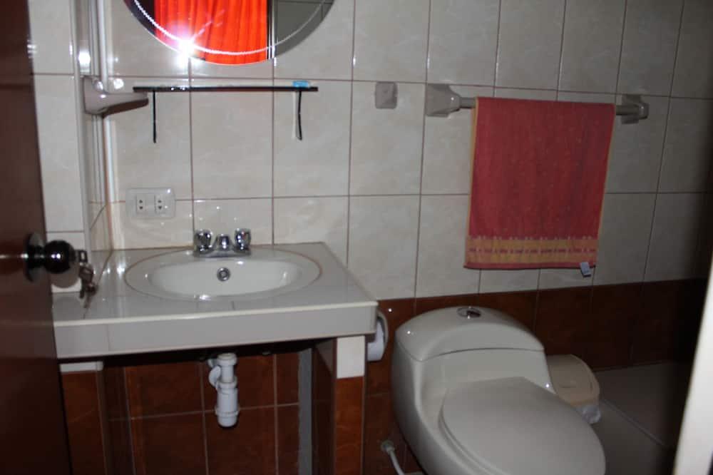 Zweibettzimmer, 2Einzelbetten, eigenes Bad (DOBLE) - Badezimmer