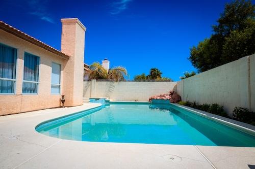 巨大なプールで驚くほどアップグレードハウス/