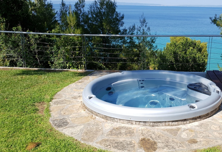 Angelikis Holiday House, Kassandra, Outdoor Spa Tub