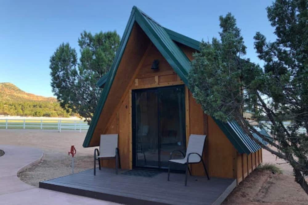 Economy Cabin, 1 Queen Bed, Refrigerator & Microwave, Mountain View - Lanai