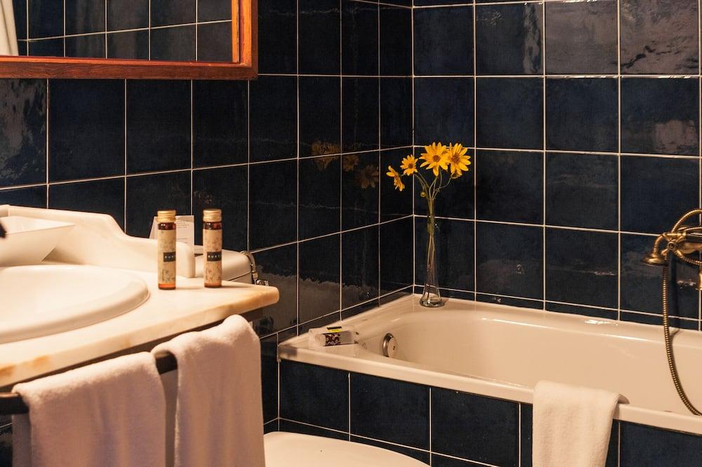 Camera con letto matrimoniale o 2 letti singoli, bagno privato, vista montagna - Bagno
