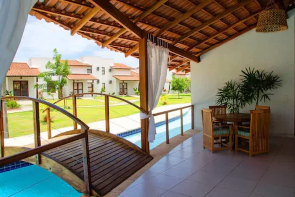 Стандартный четырехместный номер, 2 спальни, кухня, с выходом к бассейну - Балкон