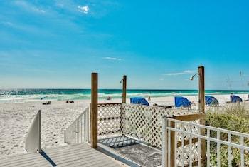 Destin bölgesindeki Pelican Beach Resort by Colasan resmi