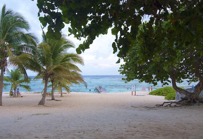 Savhaven - 4 Habitaciones, 4 Baños con Piscina, Capacidad Para 8, George Town, Playa