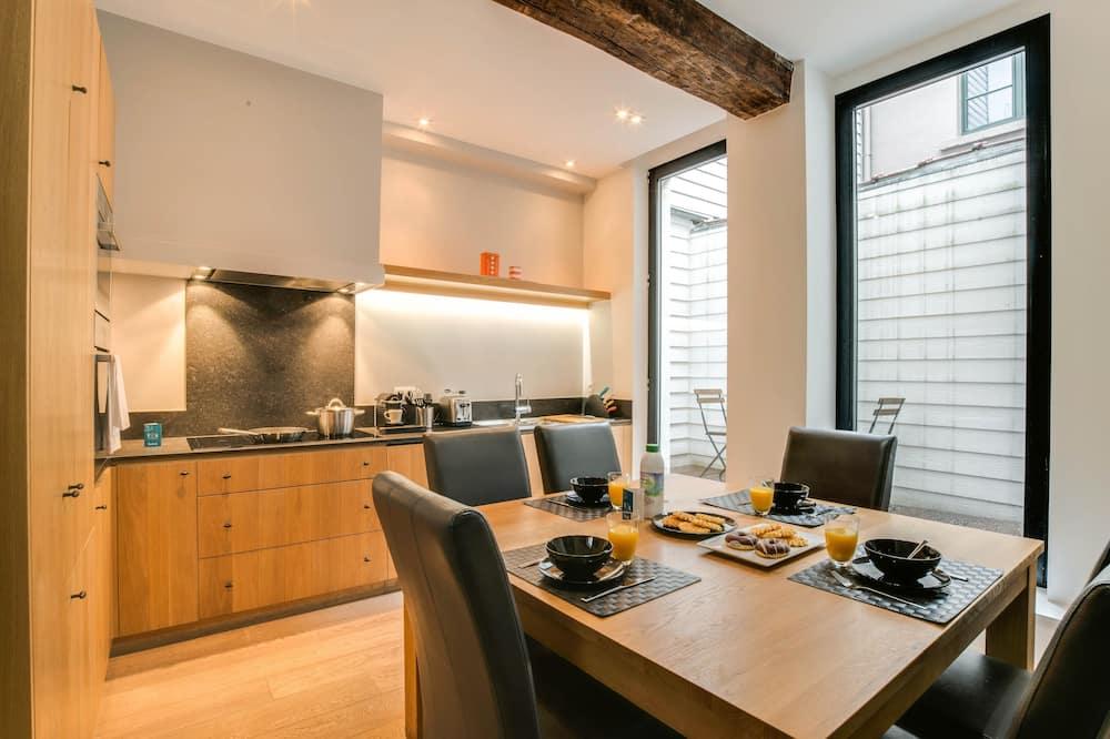 Villa (51 rue de Ruysbroeck) - Essbereich im Zimmer