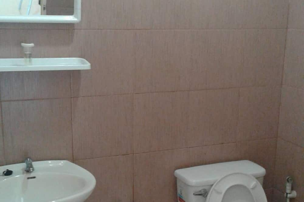 Standard Double Room with Air Condition - Banyo