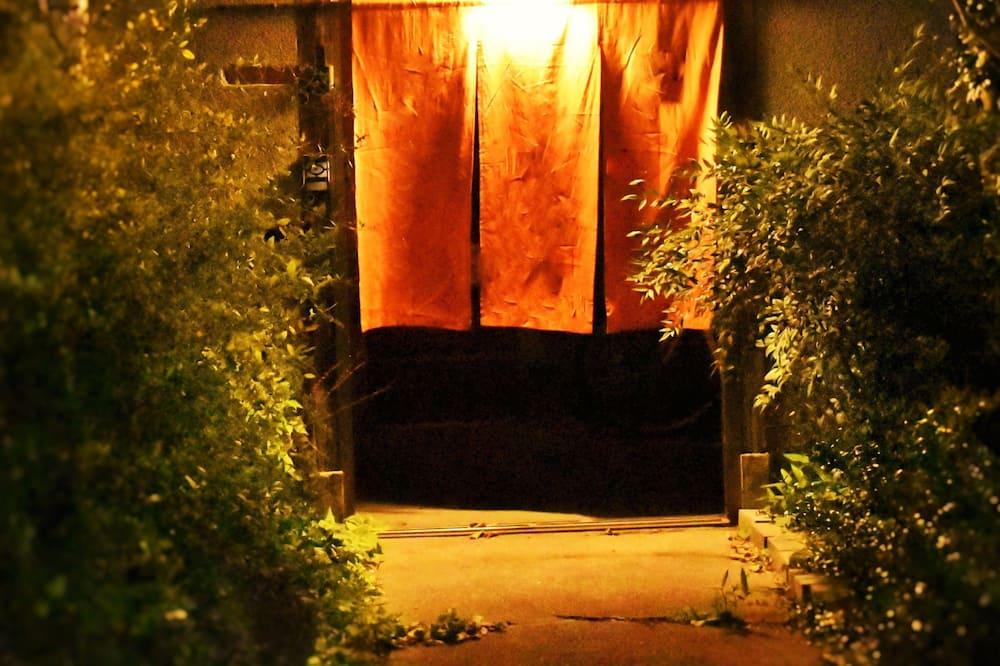 住宿正面 - 夜景