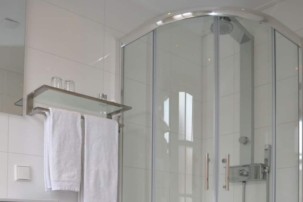 ダブルルーム シングルベッド 2 台 - バスルーム