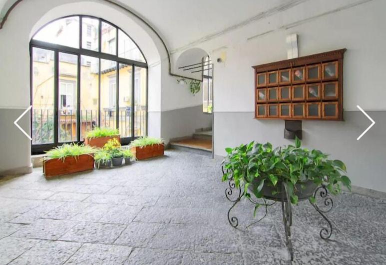 羅萊妮維爾迪庫瑪尼酒店, 那不勒斯, 入口