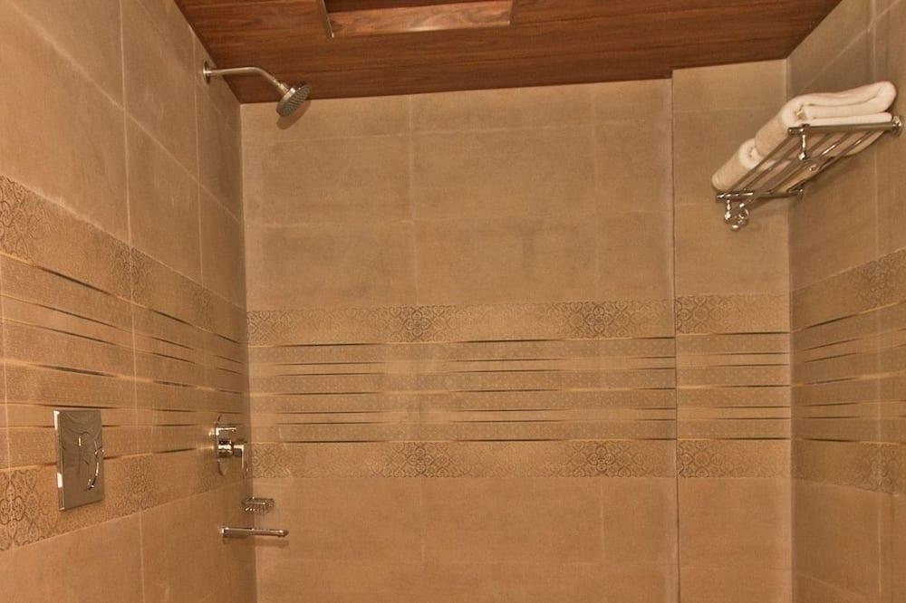 Standard szoba kétszemélyes vagy két külön ággyal, 1 kétszemélyes ágy, privát fürdőszoba - Fürdőszoba