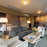 Premium Studio Suite, 1 King Bed with Sofa bed, Refrigerator & Microwave, Corner - Living Area