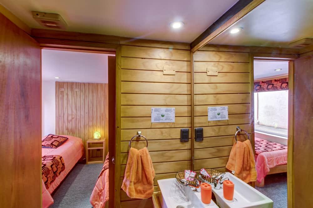 Standard Twin Room, 2 Twin Beds, Private Bathroom - Bathroom