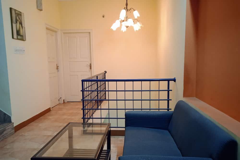 Двухместный бизнес-номер с 1 или 2 кроватями, 2 односпальные кровати, вид на город - Зона гостиной