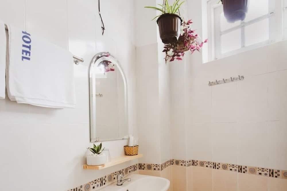 Pokoj Deluxe s dvojlůžkem, výhled na město - Koupelna
