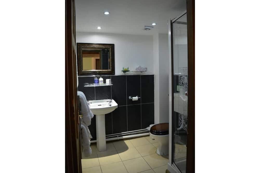 Double Room, Private Bathroom (Large Room) - Bathroom