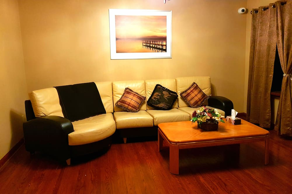 Family Bungalow, 3 Bedrooms, Courtyard View, Courtyard Area - Living Room