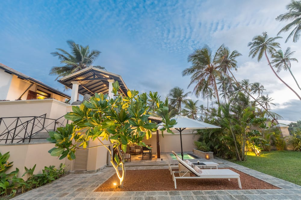 Eight Bedroom Villa with Private Pool - منظر للحديقة