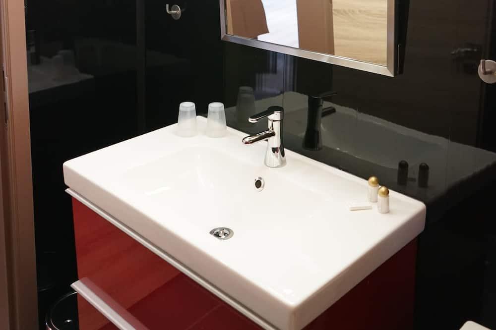 Habitación doble superior - Lavamanos en el baño
