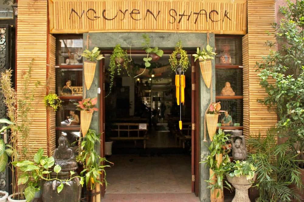 Nguyen Shack Saigon - Drink Vietnam Museum